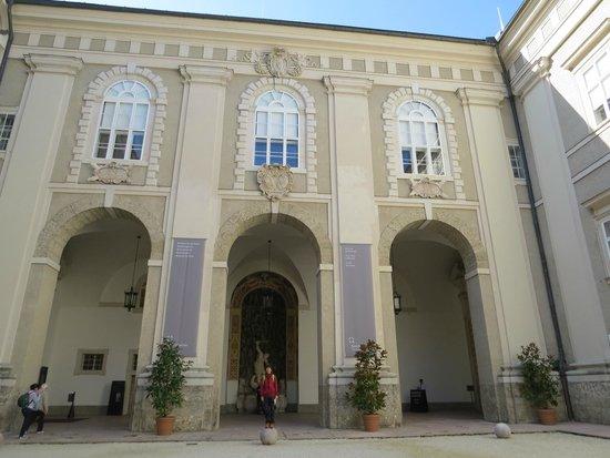 Residenzgalerie Salzburg: レジデンツ 入り口付近