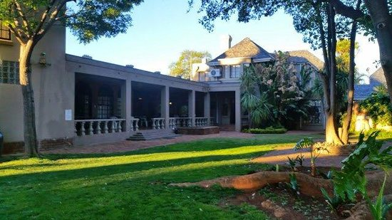 Sandalwood Guest House : The garden