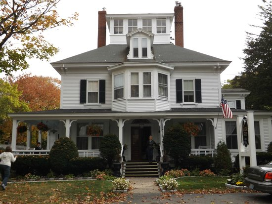 Maine Stay Inn and Cottages: Front of Maine Stay Inn & Cottages (main house)