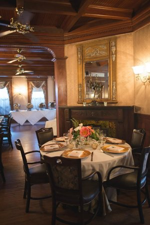 Maple Manor Hotel: Dining Room