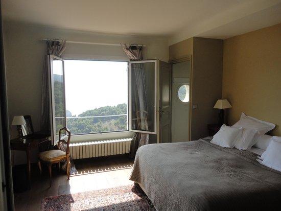 Domaine Pins Paul : Saint Hospice bedroom