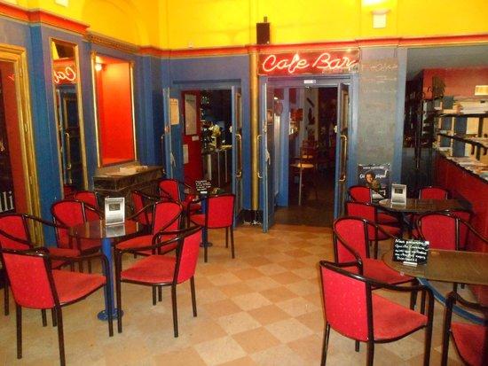l 39 int rieur du bar picture of cafe bar de l 39 odyssee. Black Bedroom Furniture Sets. Home Design Ideas