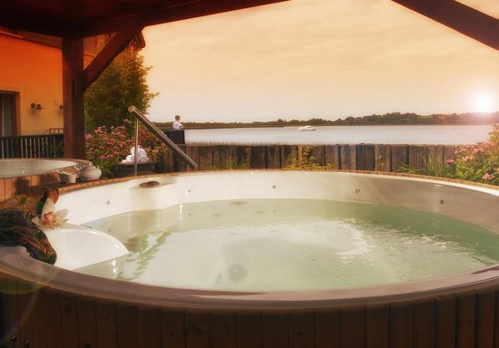 Outdoor hot tubs hotels ireland styles for Hot tub styles