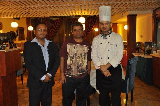 Swagat Indian Restaurant: Nandu in Coat and neggi as Chef