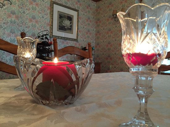Lindsay House Bed and Breakfast: Candlelit breakfast