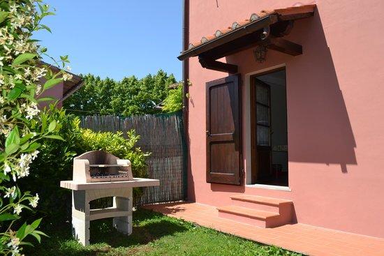 Terre di Melazzano: giardino privato apt CHIARA