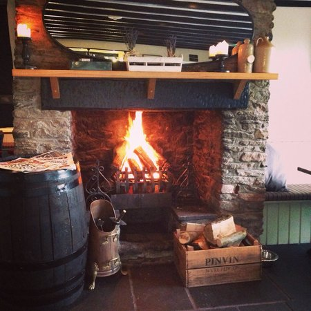 Stanton Drew, UK: Goodbye summer,hello Autumn and cosy nights by the #logfire @thedruidsarms