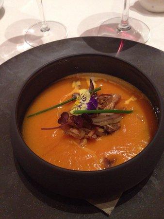 Les Menestrels: Superba zuppa di funghi e zucca rossa