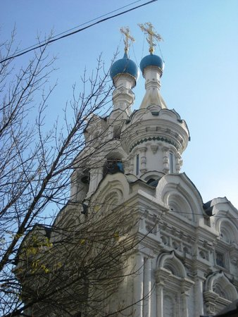 Pushkin Hotel: Church at the end of the road
