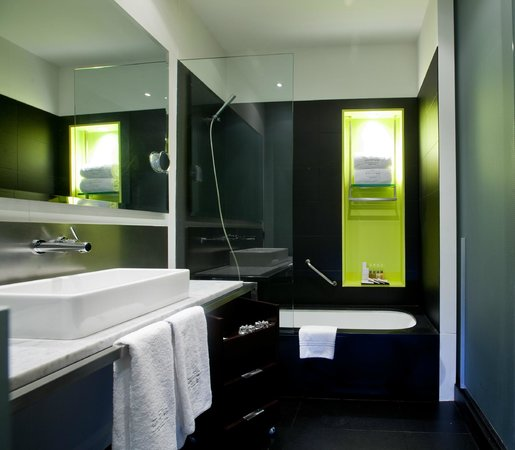 Sixtytwo Hotel: Bathroom