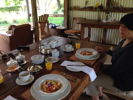 Waylands Country House: Breakfast