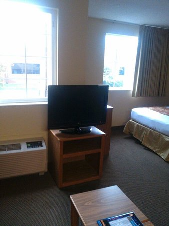 MainStay Suites Brentwood: Only tv in room