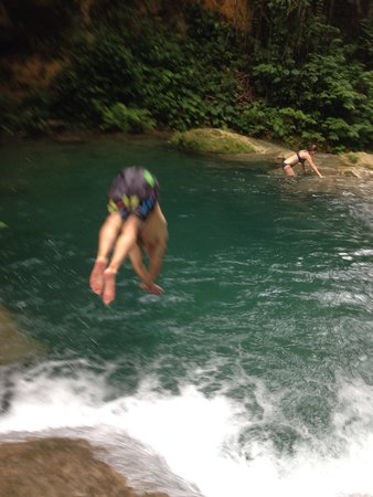 Your Jamaican Tour Guide : Waterfall diving on Tour with Alrick