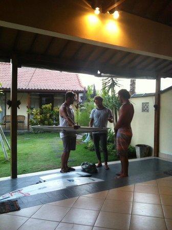 Mote Surfstay : Jaji, Kepa e Iván