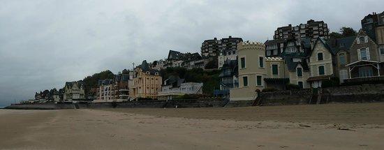 Résidence Pierre et Vacances Les Tamaris : vue de la plage