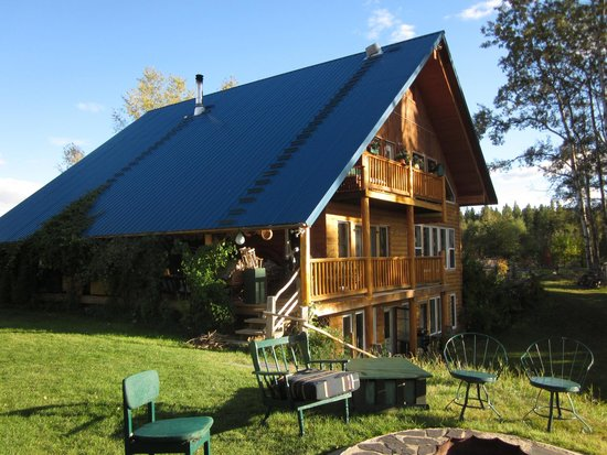 Teepee Meadows Guest Cottages: The House (Entrance to the Studio Suite is at the bottom)