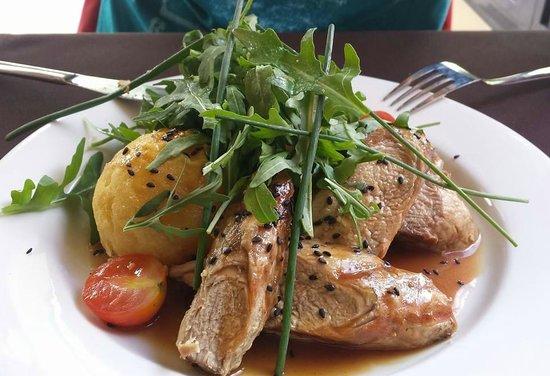 Caldeiras & Vulcoes Restaurante: Lombo de porco com molho de laranja e puré recheado
