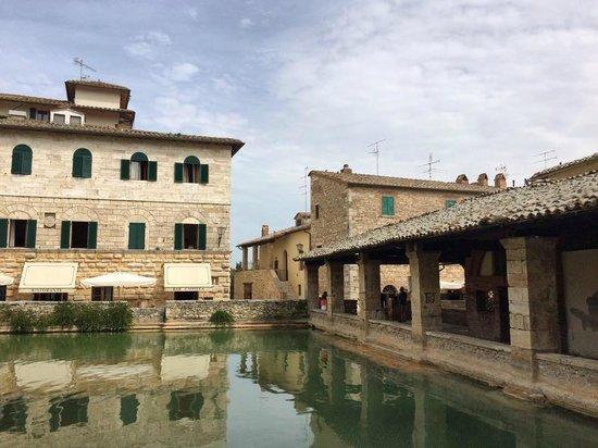 Bagno vignoni central thermal pool foto di terme bagno - Adler terme bagno vignoni ...