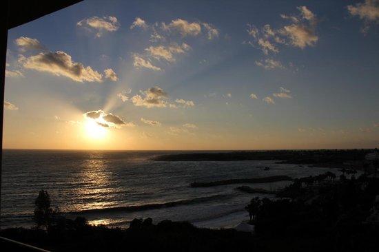 SENTIDO Thalassa Coral Bay: Abendsonne vom Balkon