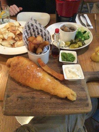 Apres: Huge fish, gigantic chips