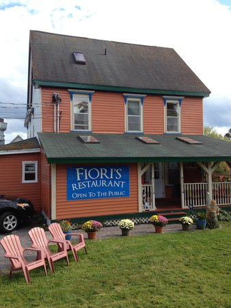 Salmon River B and B Ltd: Fiori's Restaurant and Salmon River B & B