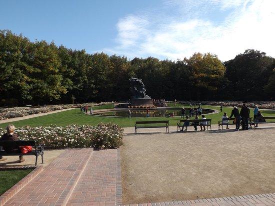 Chopin Monument: park