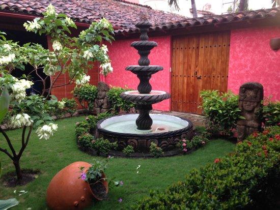Hotel Casa del Consulado: Hermoso jardín interior