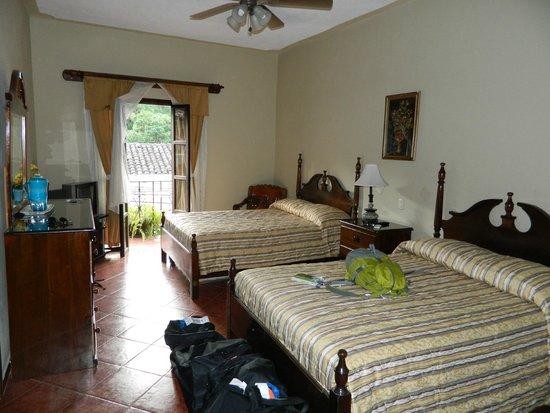 Hotel Acropolis Maya: second floor double with balcony