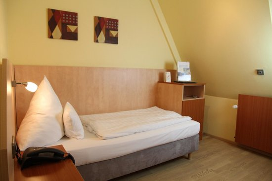 Single room - Picture of City Hotel Schoenleber, Wurzburg ...