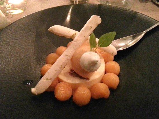 Dessert avec glace au caramel-beurre salé