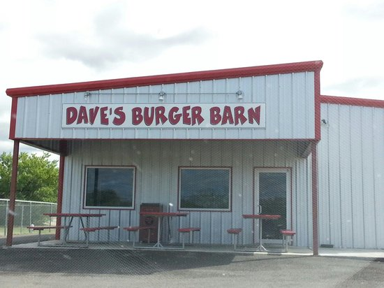 Dave's Burger Barn: Entrance from back of building
