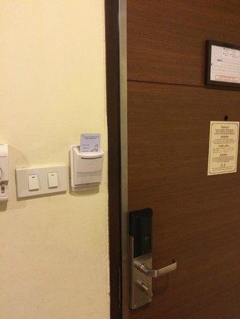 S.D.  Avenue Hotel: ไม่มีสายยู เพื่อป้องกัน