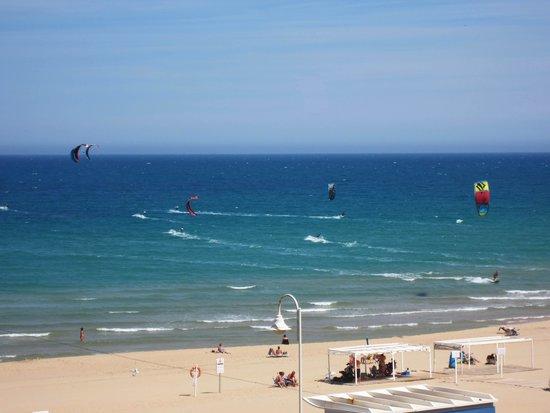 Playa de Guardamar: Пляж в Гвардамаре в ветреный сентябрьский день