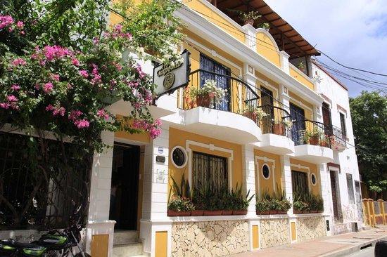 Hotel Tayromar: Fachada del hotel, entrada.