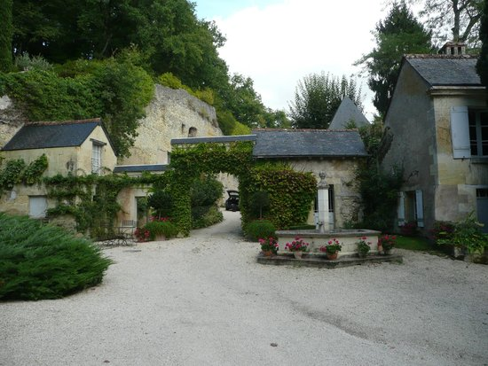 Chateau de Nazelles Amboise: Inner coutyard
