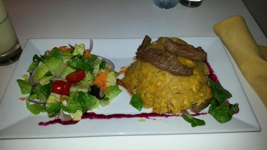 Hotties Bar & Restaurant : Mofongo relleno de Churrasco