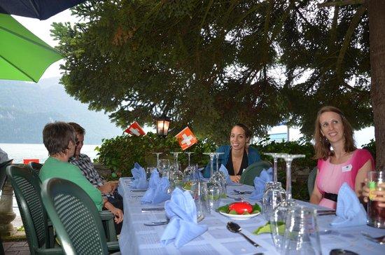 Seehotel Baren Brienz: Tisch auf der Terrasse