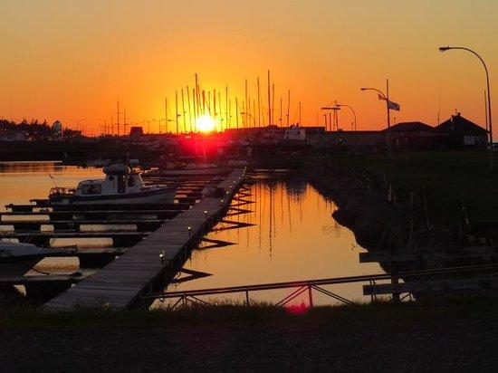 Riotel Matane : sunset at the marina