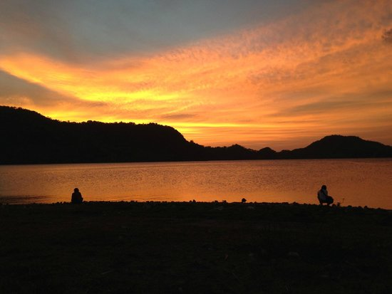 Flores, Indonesien: sunset di Sano Nggoang