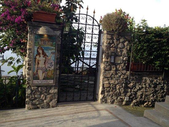 Residence Villa Degli Dei : L'entrata del residence