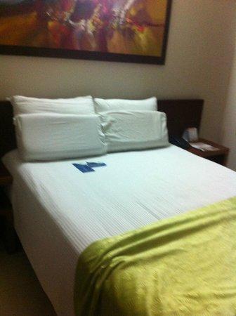 Howard Johnson Hotel Versalles Barranquilla : cama
