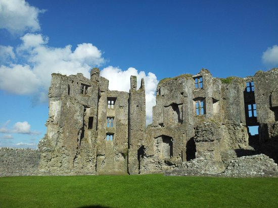 Roscommon Castle: closer view of castle ruins