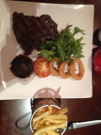 Sir Thomas Hotel: Fantastic steak- Have a red wine with it.