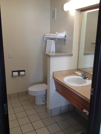La Quinta Inn & Suites Portland Airport: Bathroom