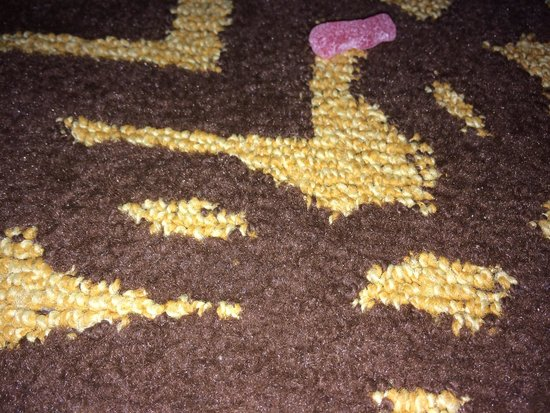 Doubletree by Hilton Detroit Downtown - Fort Shelby: Candy on carpet - gross