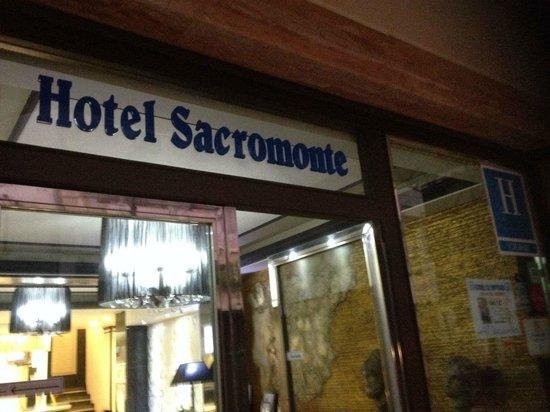 Hotel Sacromonte: entrada al hotel