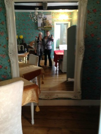 Tankerfield House Bed and Breakfast: The breakfast room