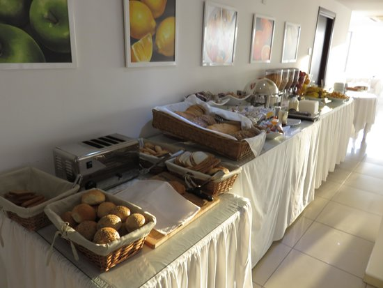 Les Palmiers Beach Hotel : Breakfast arrangement