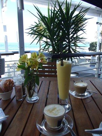 La Belle Bistro & Bakery: Smoothie & Cappuccino