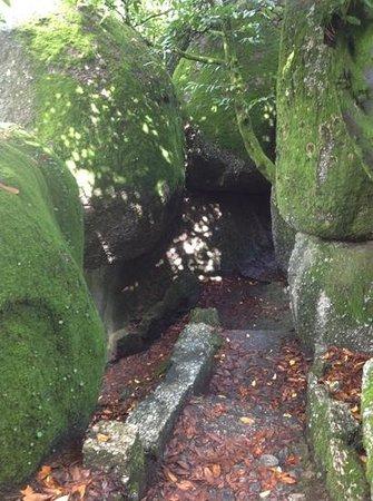 Teleférico de Guimarães : granite boulders at the top of the mtn